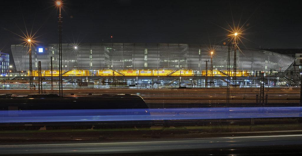 Zentraler Omnibusbahnhof München, Architekten: Auer+Weber+Assoziierte, Lichtplanung: Pfarré Lighting Design
